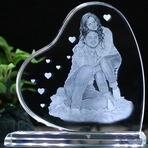 Heart shaped B crystal with engraved photo inside -130x130x12 (mm) with Slim White Light Base backview