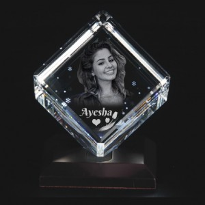 Cube shaped crystal with 3D photo inside