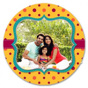 Round personalized fridge magnet with dotted design backview