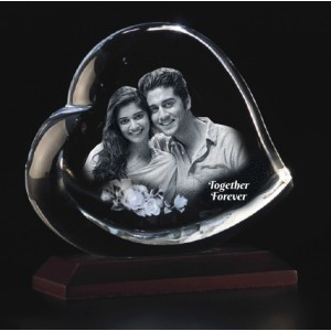 Heart shaped crystal with 3D photo inside -145 X 125 X 60 (mm)