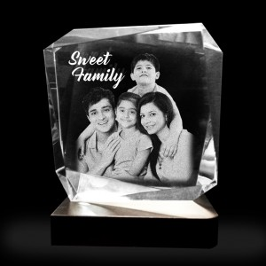 Rhombus shaped crystal with 3D photo inside - 90 X 100 X 100 (mm)
