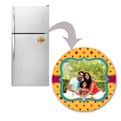 Round personalized fridge magnet with dotted design